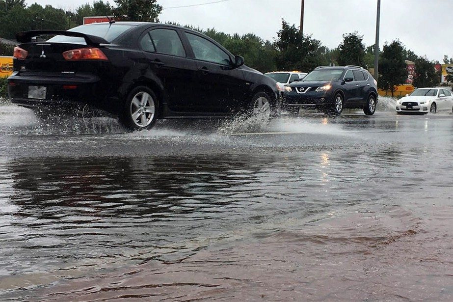 Plusieurs axes routiers étaient inondés mercredi matin, dans...