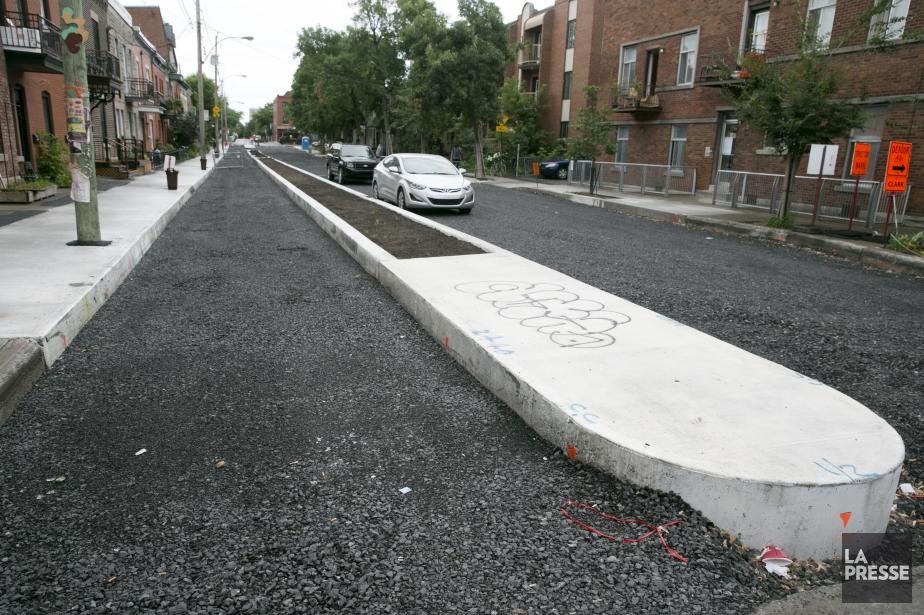 Le terre-plein qui doit protéger la piste cyclable... (Photo François Roy, La Presse)
