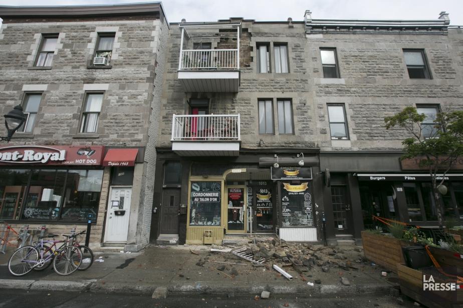 Un mur de brique s'est effondré sur l'avenue... (Photo François Roy, La Presse)