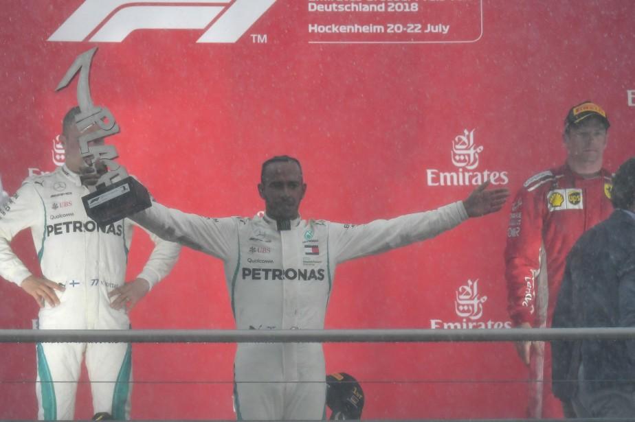 Lewis Hamilton a célébré sa victoire au GP... (AFP)