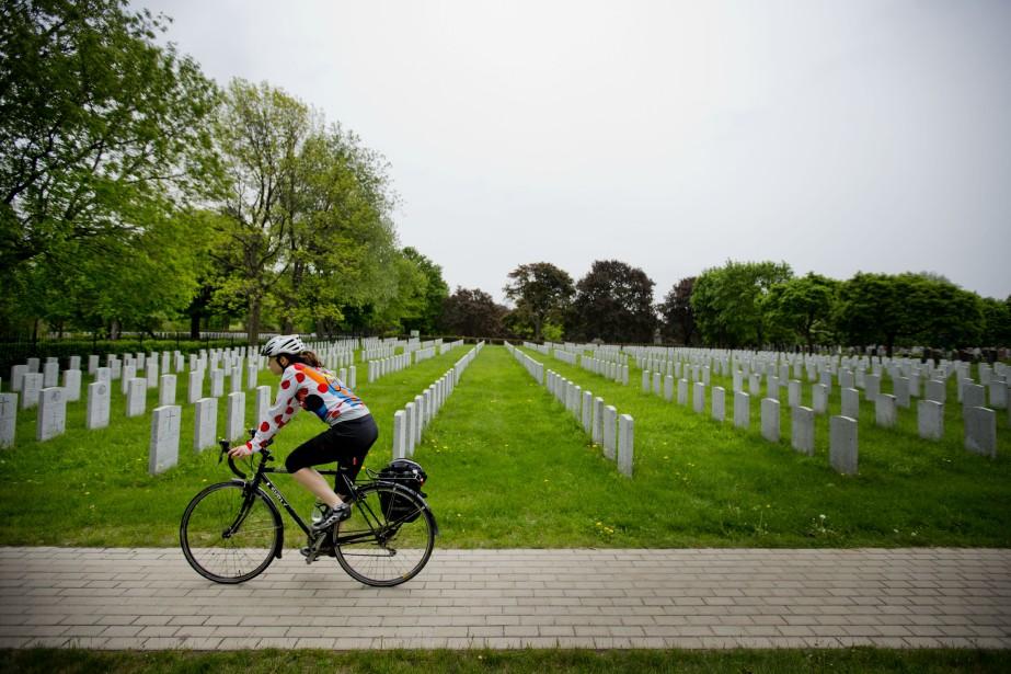 La direction du cimetière... (Photo Marco Campanozzi, archives La Presse)