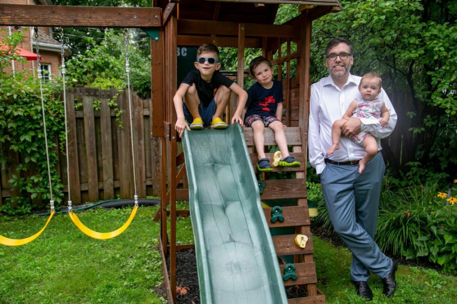 Pierre Éloi Talbot avec ses trois enfants :... (Photo David Boily, La Presse)
