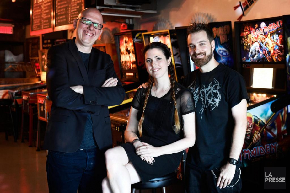 Anouk Whissell est entourée de Yoann-Karl Whissell et... (Photo Bernard Brault, La Presse)