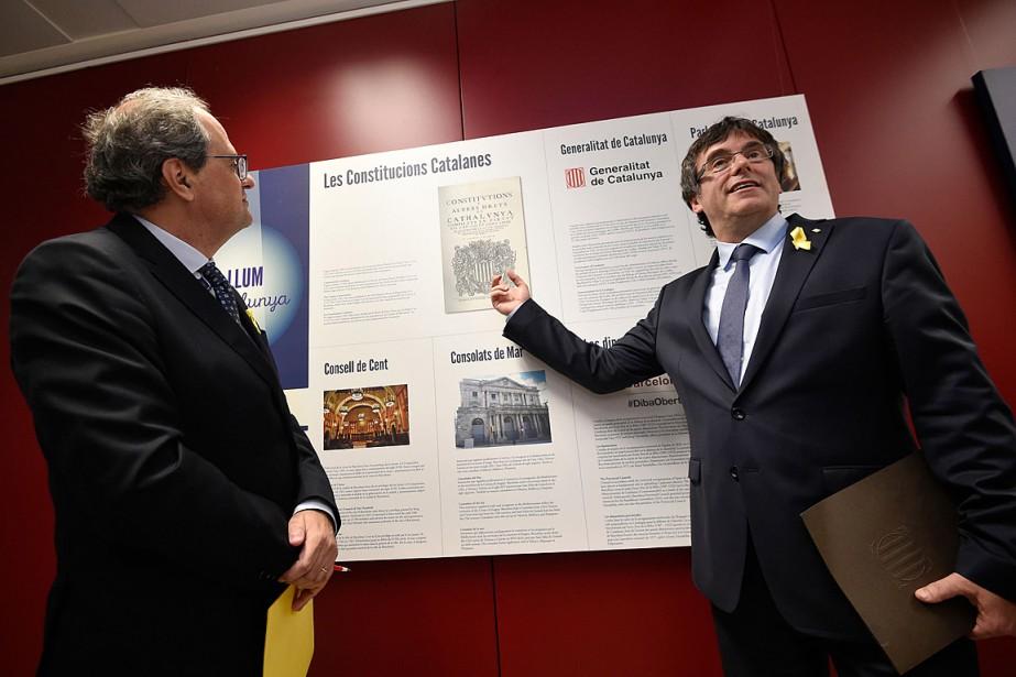 L'objectif de Carles Puigdemont (à droite), qui reconnaît... (PHOTO JOHN THYS, AGENCE FRANCE-PRESSE)