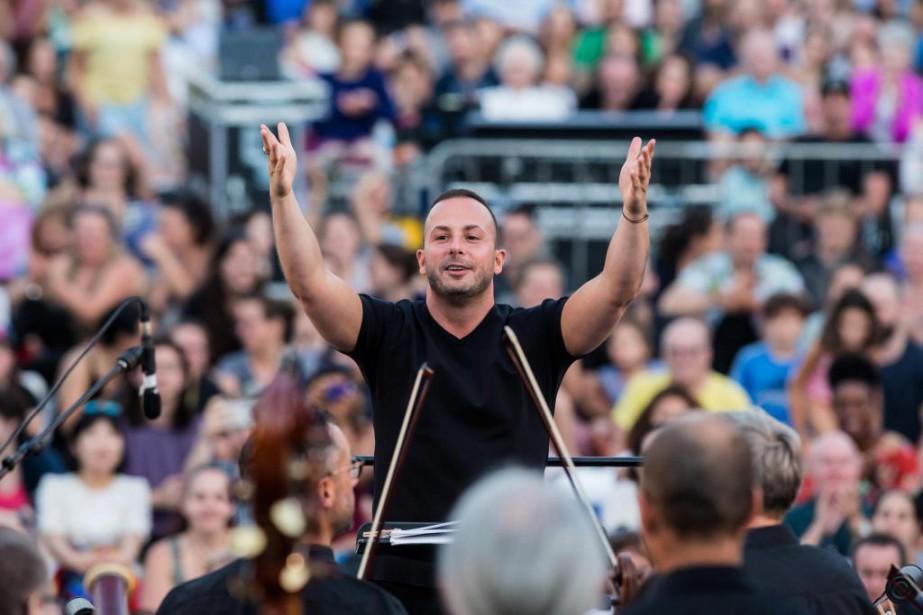 Yannick Nézet-Séguin dirigeait vendredi l'Orchestre Métropolitain sous les... (Photo Edouard Plante-Fréchette, La Presse)
