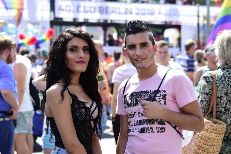 La réfugiée syrienne transgenreKatia al-Shehaby et son frère... (PHOTO Tobias SCHWARZ, Agence france-presse)
