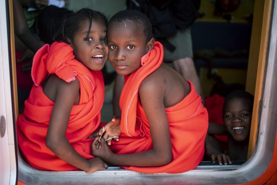 Des enfants migrants le 27juillet, à bord d'un... (Photo Marcos Moreno, Associated Press)
