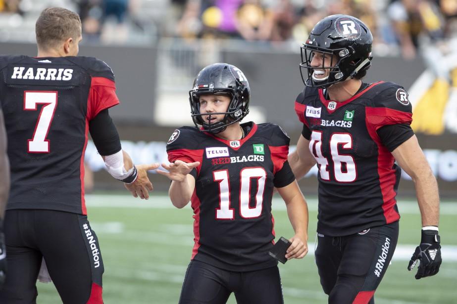 Lewis Ward (centre) a fait les 21 points... (THE CANADIAN PRESS)