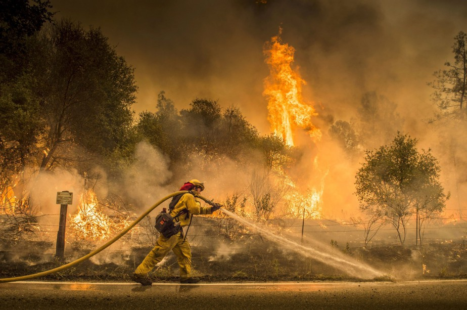 D'après le gouverneur de Californie, 17 feux de... (PHOTO AP)
