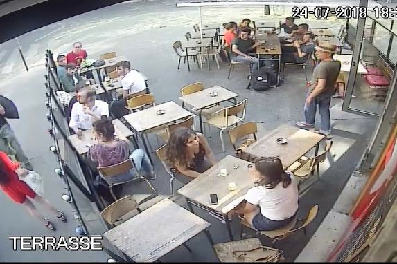 La scène a été filmée par la vidéosurveillance... (IMAGE TIRÉE DE YOUTUBE)