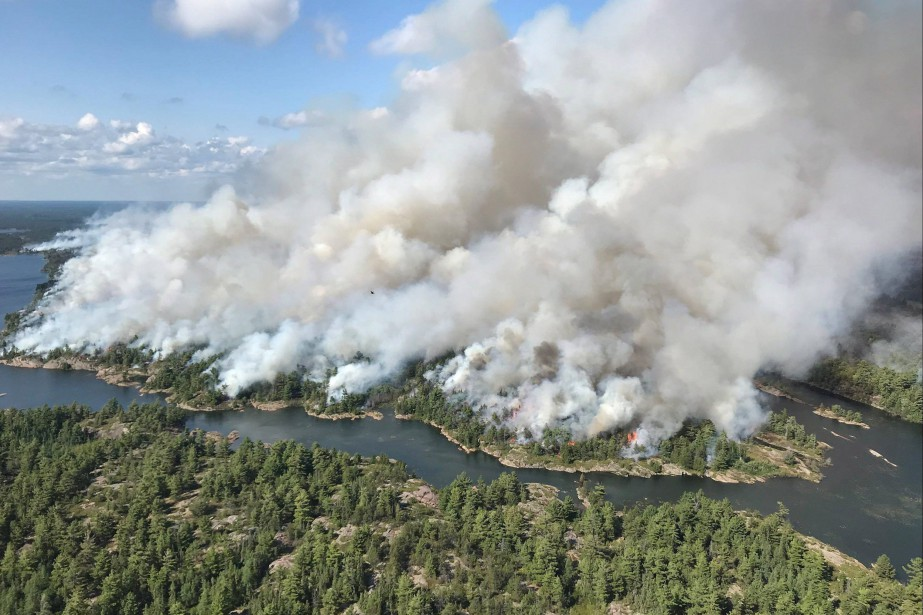 Les incendies près de Parry Sound.... (Photo La Presse canadienne)
