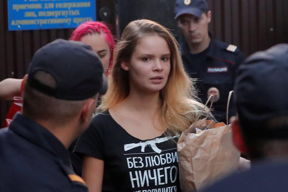 Une des membres de Pussy Riot arrêtées à... (PHOTO REUTERS)