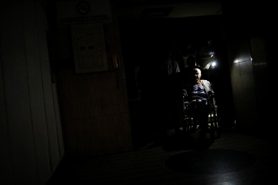 Les pannes de courant sont fréquentes au Venezuela,... (Photo Carlos Garcia Rawlins, Reuters)