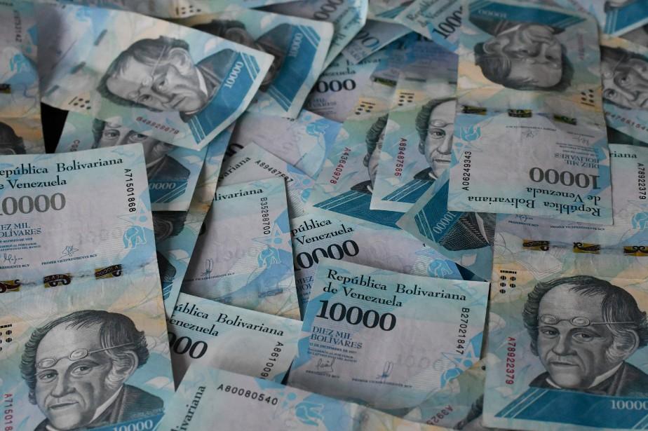 L'État vénézuélien contrôle les prix dans différents secteurs... (PHOTO AFP)
