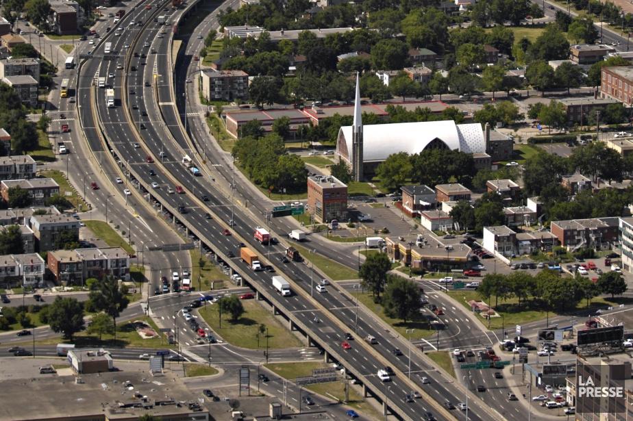 L'autoroute Métropolitaine près du boulevard Saint-Michel.... (PHOTO BERNARD BRAULT, ARCHIVES LA PRESSE)
