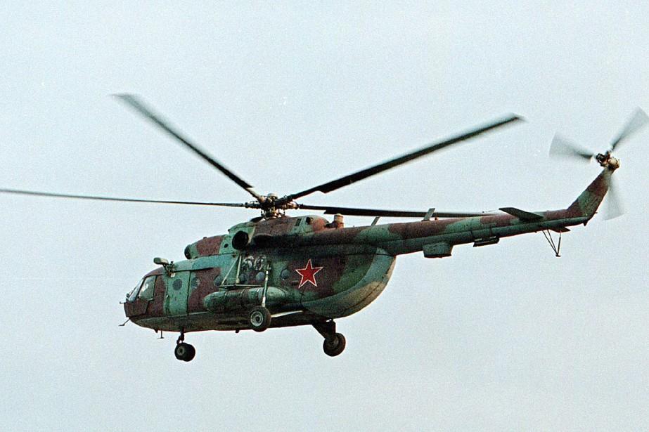 Un hélicoptèreMi-8 datant de2002... (PHOTO MUSA SADULAYEV, ARCHIVES ASSOCIATED PRESS)