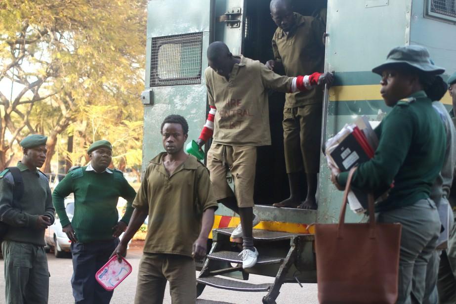 Les prévenus, qui réfutent les accusations de «violence... (Photo Phillimon Bulawayo, Reuters)