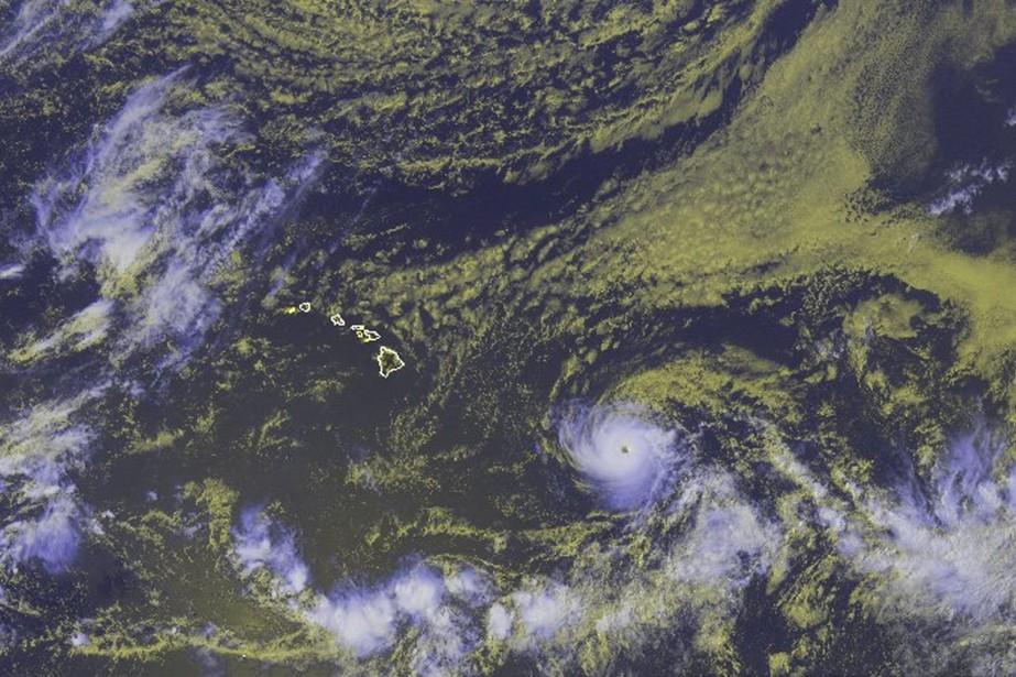 Des images de l'ouragan Hector, qui se déplace... (PHOTO AP)
