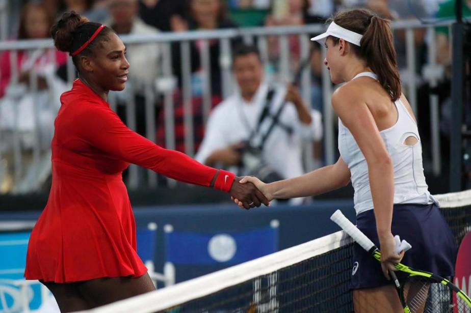 Serena Williams et Johanna Konta après leur match... (photoTony Avelar, associated Press)