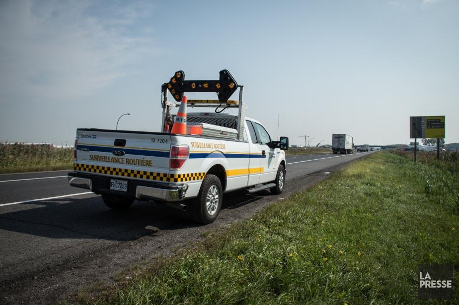 Un employé du ministère des Transports du Québec... (Photo archives La Presse)