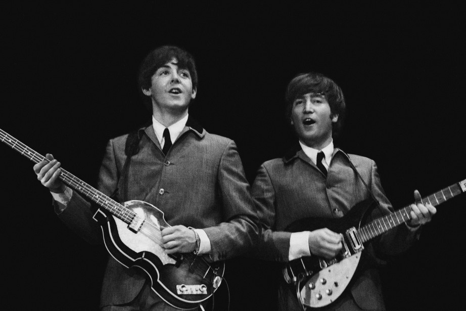 Paul McCartney et John Lennon en 1964.... (ARCHIVES REUTERS)