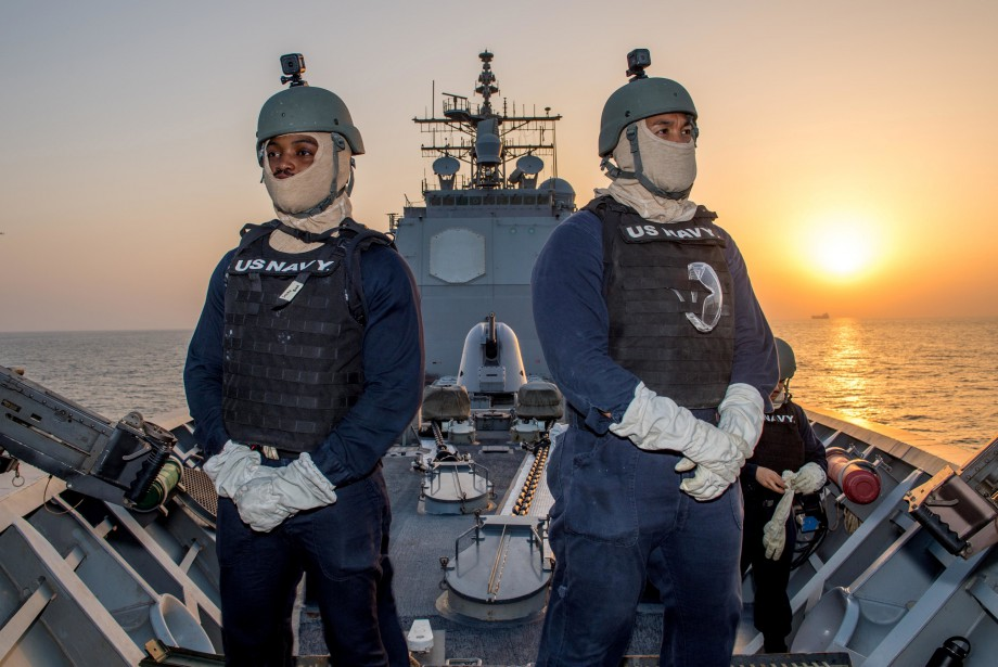 Des marins de la US Navy montent la... (ARCHIVES REUTERS)