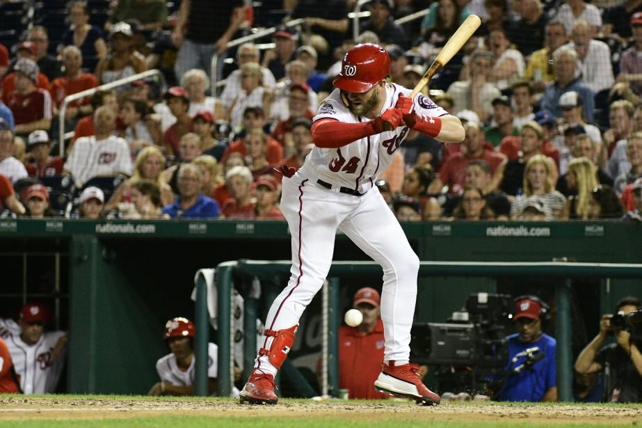 Harper a été atteint par un lancer hier... (Photo Tommy Gilligan USA TODAY Sports)