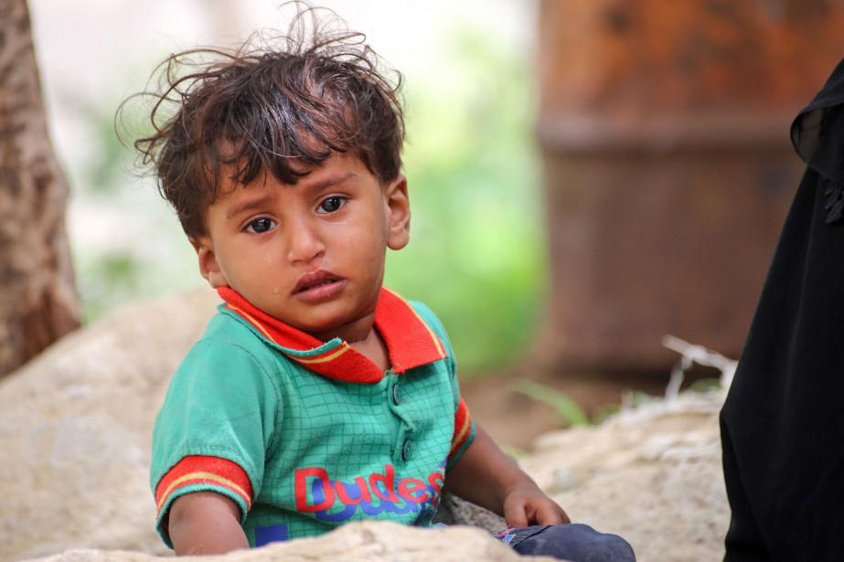 Les civils, en particulier les enfants, paient un... (PHOTO ARCHIVES AFP)