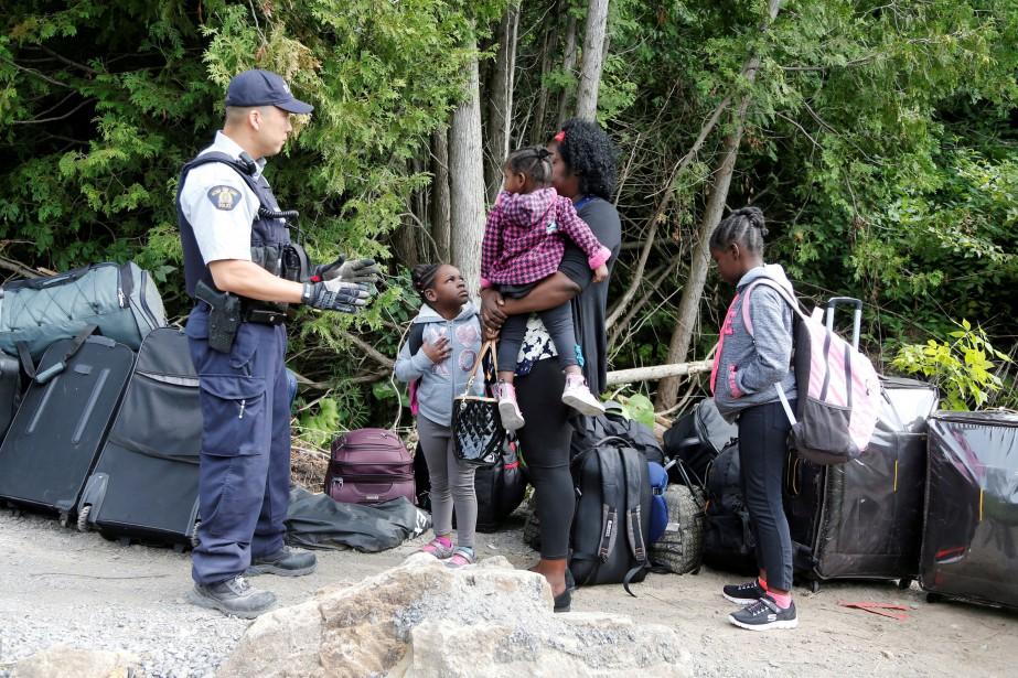 Ottawa rajuste sa stratégie pour gérer l`épineux dossier des migrants.