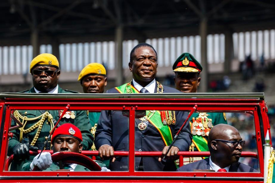 L'investiture d'Emmerson Mnangagwa, initialement prévue dimanche dernier, a... (Photo Jekesai Njikizana, Agence France-Presse)