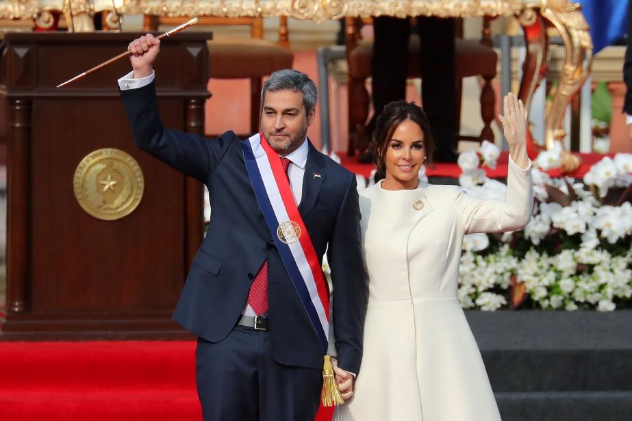 Mario Abdo Benitez et sa femme, Silvana Lopez... (Photo Marcos Brindicci, Reuters)