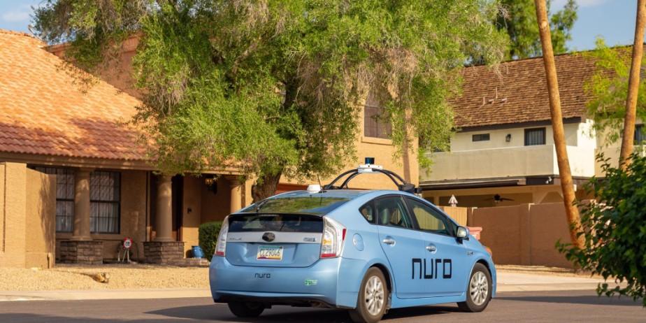 En attendant que le robot-livreur Nuro R1 soit déployé d'ici la fin du mois, les livraisons se feront avec ces Toyota Prius modifiées par Nuro. (Photo Nuro)