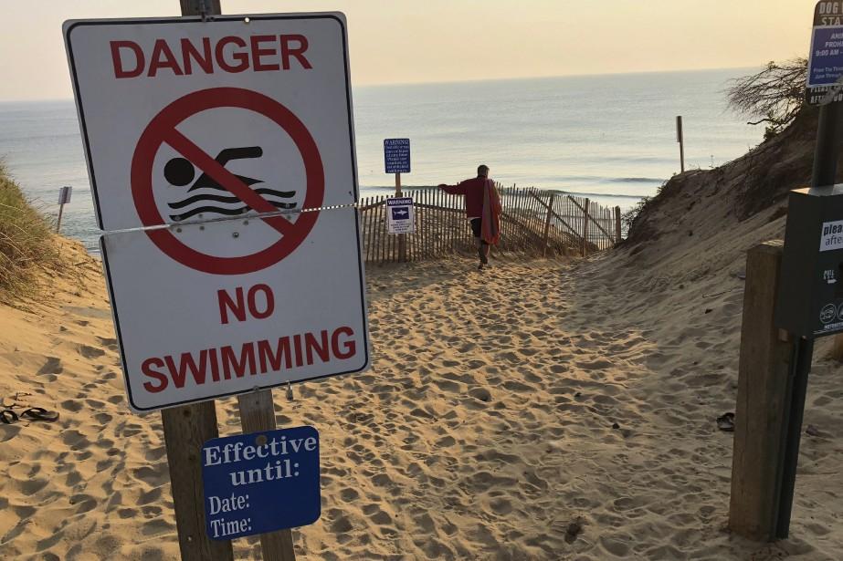 D'autres plages du Cape Cod avaient été fermées... (Photo William J. Kole, AP)
