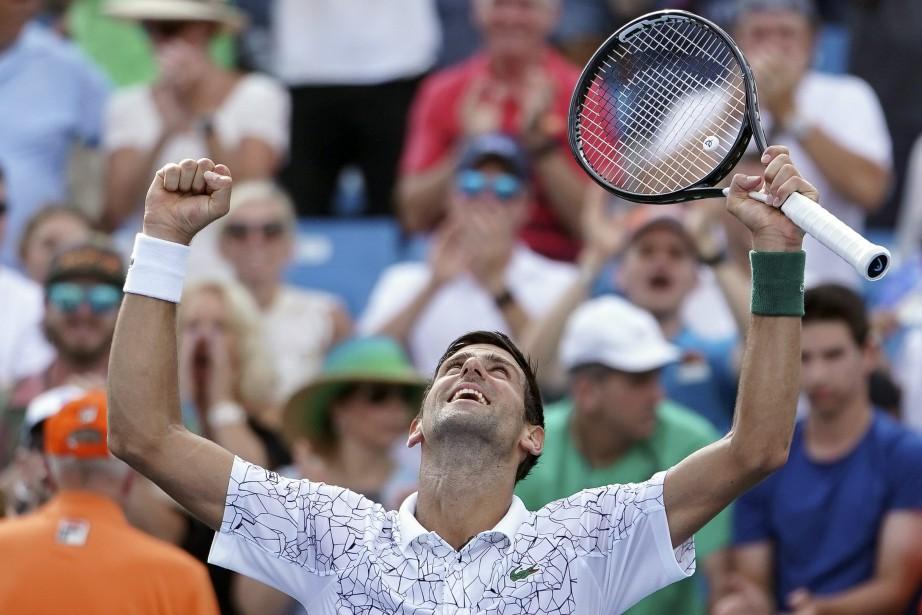 Djokovic affrontera le gagnant du duel entre Roger... (Photo John Minchillo, Associated Press)