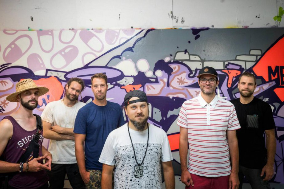 Plusieurs des artistes muralistes participant à l'exposition d'art... (Photo MarcoCampanozzi, La Presse)