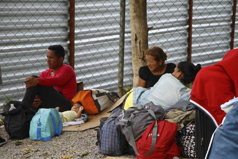 Un millier de migrants vénézuéliens vivent dans la... (photo Edmar Barros, Futura Press, via AP)