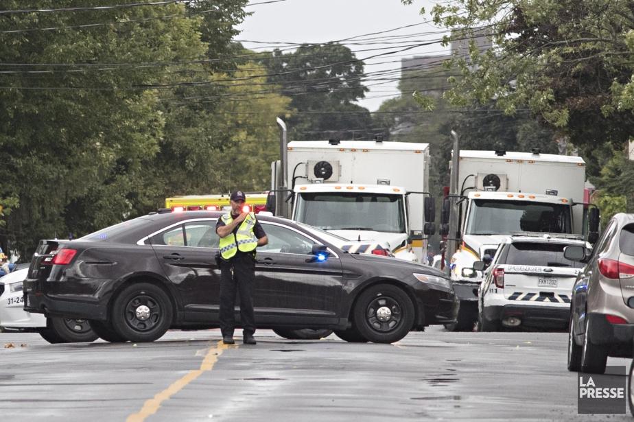 Un périmètre de sécurité a été bouclé par... (Photo Patrick Sanfaçon, La Presse)