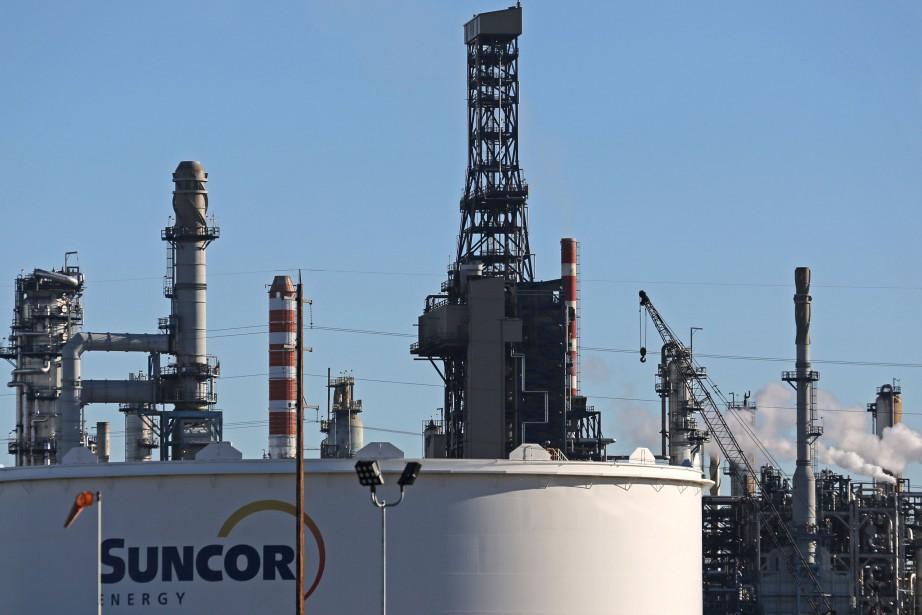 Suncor a complètement fermé sa raffinerie d'Edmonton, qui... (PHOTO ARCHIVES REUTERS)