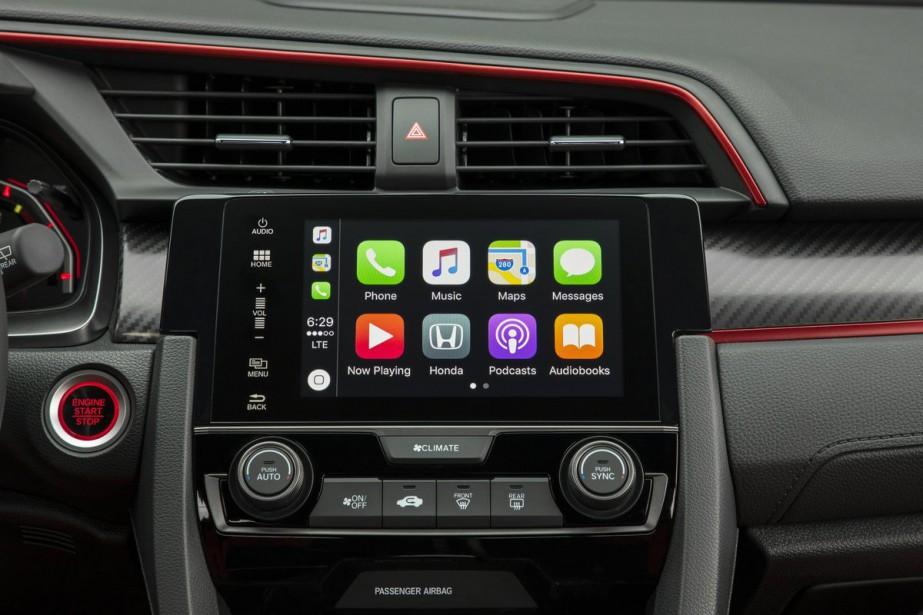 L'écran multimédia donne accès à un système pas réellement à point. L'écran tactile ne réagit pas toujours bien aux commandes et les menus n'offrent pas une navigation simple. ()