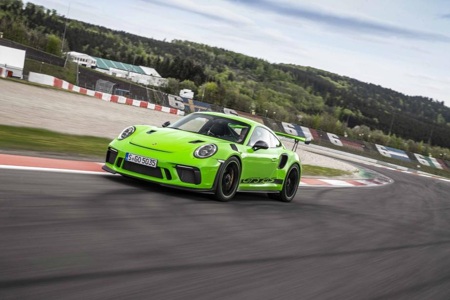 La Porsche 911 GT3 RS est homologuée sur la voie publique mais 80 % des propriétaires de cette indémodable sportive l'utilisent sur un circuit de course. (.)
