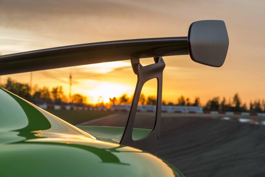 Cet aileron n'est pas décoratif. Dans les virages à haute vitesse, il colle la GT3 RS à l'asphalte. (.)