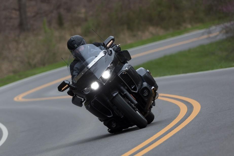 <strong>Yamaha est l'un des rares constructeurs qui persévèrent dans le segment du custom. Il y a encore de la demande pour des motos comme la Star Venture TC de tourisme et la Star Eluder de style «bagger». Ci-haut, notre essayeur Bertrand Gahel sur la Star Venture TC, roulant aux environs de Nashville, au Tennessee.</strong> (Toutes les photos Yamaha)