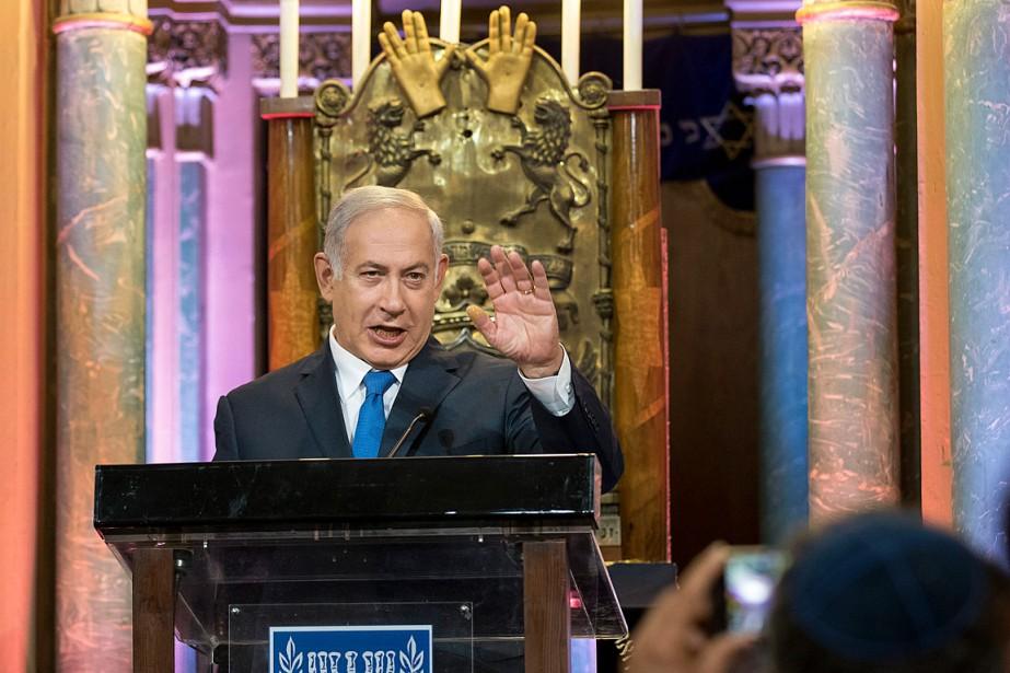 Le premier ministre israélien Benyamin Nétanyahou a rendu... (PHOTO MINDAUGAS KULBIS, ASSOCIATED PRESS)