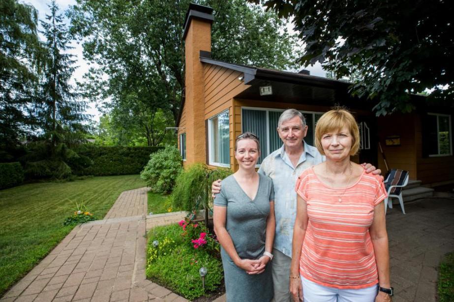 Caroline Tremblay et ses voisins André Frappier et... (Photo Marco Campanozzi, La Presse)