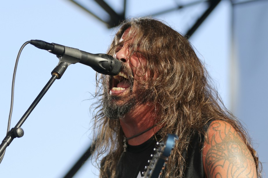 Le chanteur du groupe, Dave Grohl.... (Photo Willy Sanjuan, Archives AP)
