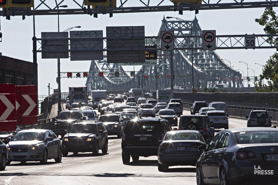 Les conducteurs ne pouvant emprunter le pont Victoria... (Photo Patrick Sanfaçon, La Presse)