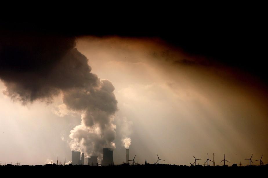 La transformation de notre modèle économique vers une... (Photo Oliver Berg, archives Agence France-Presse)