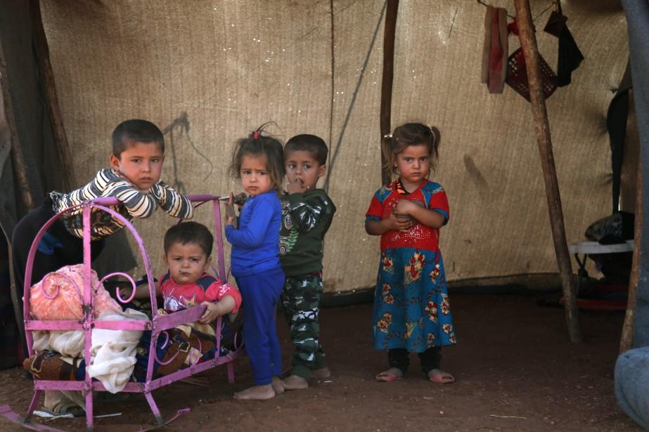De nombreuses familles ont dû fuir la province... (PHOTO Amer ALHAMWE, AFP)