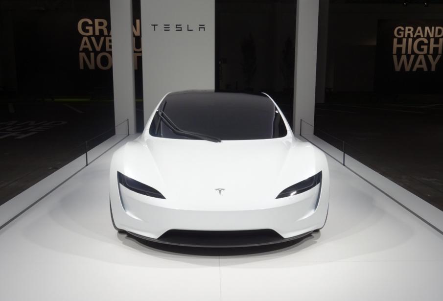 Un prototype statique duRoaster 2 de Tesla, ce matin à Bâle. Extérieur seulement, pas de moteur sous la carosserie. (Photo Grand Basel)