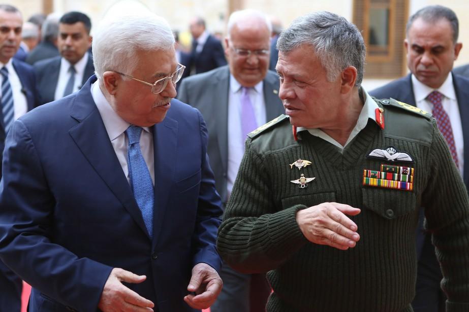 Le président palestinien Mahmoud Abbas aux côtés du... (AFP)